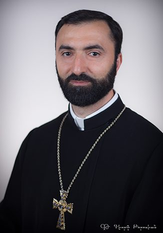 Rév. Prêtre Komitas Mirzakhanyan